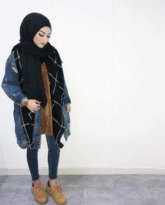 64 Hijab with Jeans – Modest Hijab Jeans Outfits this Season Modern Hijab Fashion, Muslim Women Fashion, Hijab Fashion Inspiration, Islamic Fashion, Modest Fashion, Hijab Style, Hijab Chic, Hijab Jeans, Modele Hijab