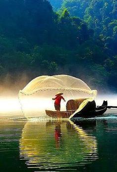 "Képtalálat a következőre: ""loch"" Beautiful World, Beautiful Places, Beautiful Pictures, Fishermans Friend, Amazing Photography, Nature Photography, Beautiful Vietnam, Vietnam Voyage, Village Photography"