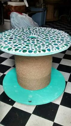 Kids mosaic table from cable reel. Kids mosaic table from cable reel. Kids mosaic table from cable reel. Kids mosaic table from cable reel. Diy Cable Spool Table, Cable Reel Table, Wood Spool Tables, Wooden Cable Spools, Wooden Cable Reel, Wooden Spool Projects, Palette Deco, Deco Originale, Mosaic Crafts