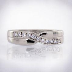Polished Platinum Crossover Design Womens Brilliant Cut Diamond Wedding Band