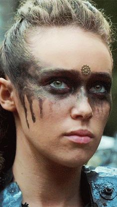 Everything is queued Lexa The 100, The 100 Clexa, Tribal Warrior, Viking Warrior, The 100 Serie, The 100 Poster, Commander Lexa, Tribal Makeup, Alycia Jasmin Debnam Carey