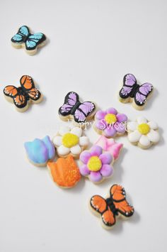 Mini Flowers and butterfly Cookies - 1 Dozen - decorated sugar cookies- summer -spring - cute - garden party - gift -friend - family - favor