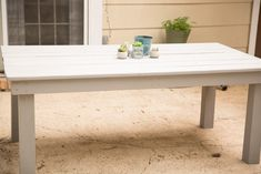 I have been wanting some outdoor furniture for a long time. I finally talked Mr.PBL into helping me build a farmhouse patio table. I wasn't sure how it would come out, but I have to…Continue Reading… kitchen Contemporary Diy Projects To Build, Weekend Projects, Wood Projects, Farmhouse Table Plans, Modern Farmhouse, Diy Esstisch, Building A Patio, Build A Table, Diy Dining Table