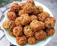 Five Delicious Vegetarian Meatball Recipes (Baking Eggplant Meatballs) Veggie Recipes, Vegetarian Recipes, Healthy Recipes, Kosher Recipes, Cooking Recipes, Vegetarian Meatballs, Vegetarian Main Dishes, Meatball Recipes, Food And Drink