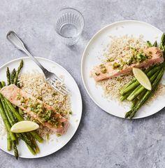 easy salmon recipes, roasting, asparagus recipes, foil packet recipes, foil packet fish recipes, healthy dinner ideas, easy weeknight meals, 30 minute meals, 30 minute dinner ideas, green onion recipes Easy Salmon Recipes, Fish Recipes, Seafood Recipes, Heart Healthy Diet, Heart Healthy Recipes, Foil Packet Meals, Fast Dinners, Onion Recipes