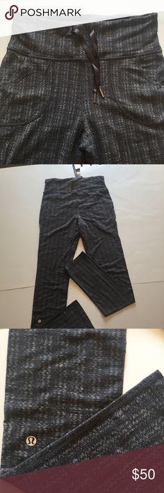 Lululemon pants drawstring pockets Lululemon pants / joggers gray black print long GUC lululemon athletica Pants Leggings