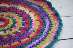How To Crochet A Christmas Tree Skirt #crochet #christmas #tree #skirt #pattern #free
