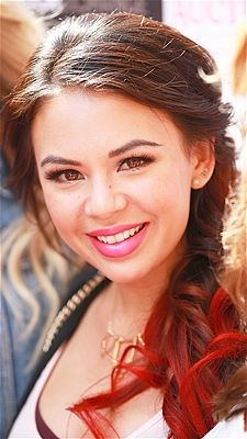 Pretty Little Liars star Janel Parrish hosts Foreign Exchange Clothing Shopping charity event.