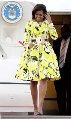Michelle Obama Style Roundup: 50 First Lady Looks - Snob Queens Michelle Obama Fashion, Barack And Michelle, Evolution Of Fashion, Latest African Fashion Dresses, African Dress, Kenzo, Looking For Women, How To Look Pretty, Ideias Fashion