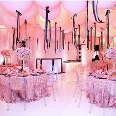 """Love the color combination of black & pink + the glam balloons! Event by…"