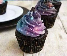 Oreo Cupcakes with a fluffy cheesecake like frosting that will have you running back for more and will become your go-to cupcake recipe. Sparkly Cupcakes, Confetti Cupcakes, Mocha Cupcakes, Easter Cupcakes, Pumpkin Cupcakes, Christmas Cupcakes, Yummy Cupcakes, Gourmet Cupcakes, Strawberry Cupcakes
