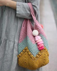 How To Crochet A Shell Stitch Purse Bag - Crochet Ideas Bag Crochet, Crochet Purse Patterns, Crochet Market Bag, Crochet Shell Stitch, Crochet Handbags, Crochet Purses, Love Crochet, Crochet Baby, Crochet Bikini