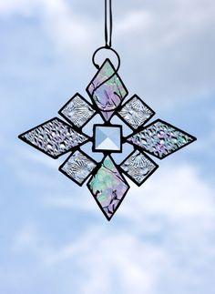 Suncatcher flocon de neige irisée vitrail par stainedglassturtle