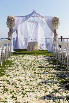 California wedding elegance: http://www.stylemepretty.com/california-weddings/los-angeles/2014/12/05/jen-bunneys-elegant-la-wedding/ | Photography: Lin & Jirsa - http://www.linandjirsa.com/