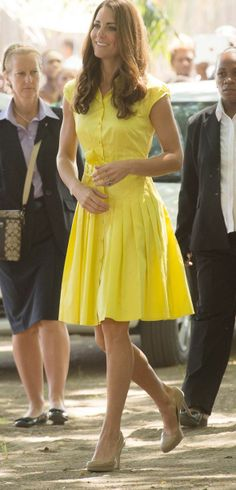 Charming-Kate-Middleton-in-Bright-Yellow-Dress