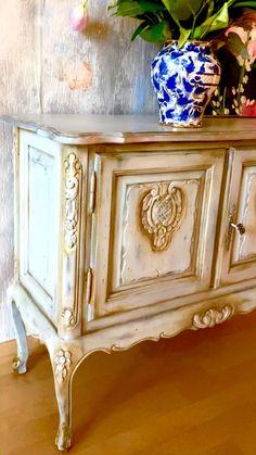 Metallic Painted Furniture, Painting Old Furniture, Furniture Painting Techniques, Painted Bedroom Furniture, Decoupage Furniture, Vintage Furniture, Bohemian Furniture, Paint Techniques, Furniture Refinishing