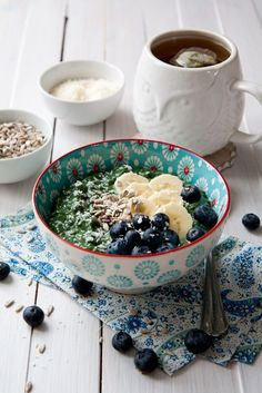 Spirulina chia pudding recipe - power breakfast to the max. Creamy and sweet pudding, nutritionally dense to give you the energy you need for the day.