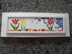 Quadro em pátina branca,com mosaico. Realizado com azulejos específicos e espelhos <br>Madeira de reflorestamento,pinus. <br>Medida interna do mosaico 33 cm x 8 cm