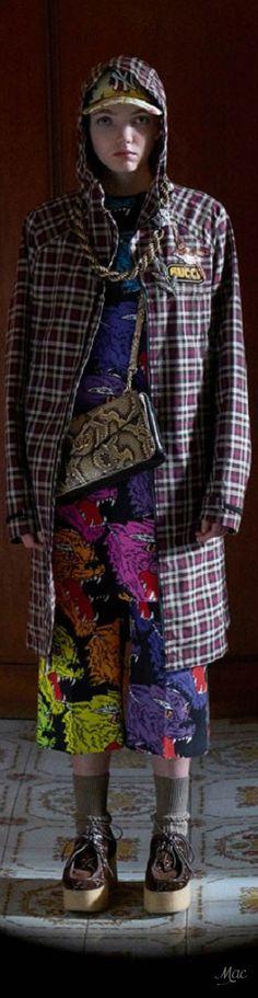 Pre-Fall 2018 Gucci Guccio Gucci, Fashion Week 2018, Italian Fashion Designers, Global Brands, Fall 2018, Backstage, Color Combinations, Tartan, Tweed