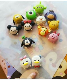 Disney Clay Charms, Polymer Clay Disney, Polymer Clay Kawaii, Polymer Clay Figures, Polymer Clay Animals, Polymer Clay Miniatures, Fimo Clay, Polymer Clay Charms, Clay Projects
