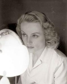 1930s-Beauty-Shop---Carole-Lombard-does-her-makeup---the-finished-look