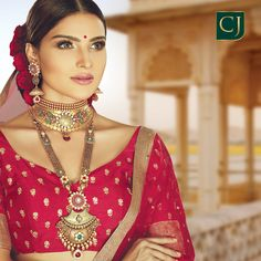 A complete royal jewellery set for the wedding of a lifetime. Indian Bridal Outfits, Indian Wedding Jewelry, Bridal Jewelry, Real Gold Jewelry, Gold Jewellery, Beautiful Indian Brides, Gold Mangalsutra Designs, Antique Jewellery Designs, Gold Necklaces