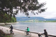 A list of the top 10 things to do in Vancouver's Stanley Park, including renting bikes, rollerblades, swimming, hiking, golfing, dining and more.