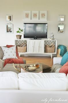 frames on shelf above tv--with memphis & nashville maps and tri star Condo Living, Apartment Living, Living Spaces, Living Rooms, City Farmhouse, Farmhouse Decor, Living Room Inspiration, Home Decor Inspiration, Rustic Chic