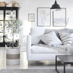 White interior, scandinavian home Swedish Home Decor, Scandi Home, Scandinavian Home, Living Room Storage, Living Room Decor, Nordic Living Room, Monochrome Interior, Interior Decorating, Interior Design