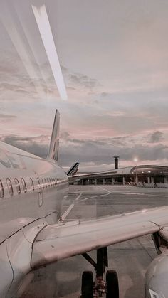 City Aesthetic, Aesthetic Collage, Travel Aesthetic, Aesthetic Pastel Wallpaper, Aesthetic Backgrounds, Aesthetic Wallpapers, Iphone Background Wallpaper, Tumblr Wallpaper, Airplane Wallpaper