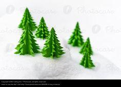 Papierwald - auf photocase - von mahey.foto; https://www.photocase.de/fotos/1612351-papierwald-weihnachten-und-advent-gruen-weiss-photocase-stock-foto