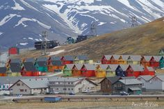 Rows of multicoloured homes in the town of Longyearbyen, Svalbard, Norway.File:Longyearbyen colourful homes. Longyearbyen, Cinque Terre, Places Around The World, Around The Worlds, Svalbard Norway, Lofoten, Arctic, Places To Visit, Earth