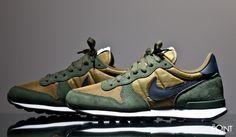 Nike Internationalist  MILITIA GREEN/CARBON GREEN/RADIANT EMERALD/DARK OBSIDIAN 631754-302