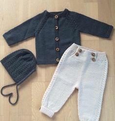 """Best 12 367 Synes godt om, 26 kommentarer – Christina (@christinastrikk) på Instagram: """"🎀💕minsten•sett💕🎀 #minstensett #minstenjakke #minstenbukse #kulekyse #ministrikk #klompelompe…"""" – SkillOfKing.Com Baby Girl Patterns, Baby Knitting Patterns, T Dress, Baby Dress, Pull Bebe, Crochet Bebe, Cardigan, Baby Boy Fashion, Knitting For Kids"""