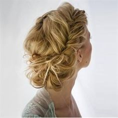 How to: Romantic, Twisted and textured updo