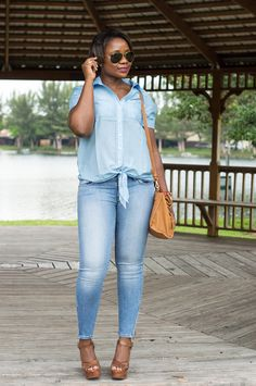 front tie shirt and skinny jeans miami fashion blogger 5 Blue Crush
