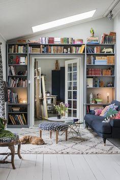 Konstnären Bobo Wallmansson inreder klassiskt & inspirerande kreativt – kika in! Townhouse Designs, Living Spaces, Living Room, Interior Exterior, Classic House, Home Decor Inspiration, Decor Ideas, Ideal Home, Home And Living