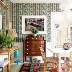 A little green inspiration from Décors Barbares 'Casse-noisette' on the walls in dining room of & 📷 George Nelson, Architectural Digest, William Morris, Ikea Paper Lantern, Dining Room Curtains, Dining Rooms, Best Interior, Interior Design, Eclectic Design