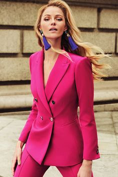 Cool pink suit and blue earrings Women Fashion Fashion Mode, Suit Fashion, Work Fashion, Fashion Outfits, Fashion Trends, Formal Fashion, Womens Fashion, Fashion Tips, Mode Outfits