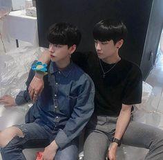 Korean Boys Ulzzang, Cute Korean Boys, Ulzzang Couple, Ulzzang Boy, Asian Boys, Cute Boys, Gay Aesthetic, Couple Aesthetic, Gay Lindo