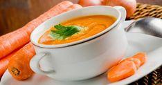 Pelez les carottes et les pommes de terre, rincez-les puis émincez-les. Lavez les poireaux puis émincez-les. Epluchez, lavez l'oignon puis émincez-le également... Thai Red Curry, Cantaloupe, Diet, Fruit, Ethnic Recipes, Purifier, Food, 20 Minutes, Carrots