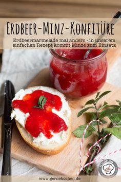 Wir haben die Erdbeermarmelade ein wenig aufgemotzt. Minze und Erdbeere vertragen sich hervorragend und in unserem einfachen Rezept (auch für den Thermomix) kommt das richtig gut raus. Für ein wenig mehr Abwechslung beim Marmelademachen.
