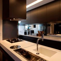 Browse photos of Small kitchen designs. Discover inspiration for your Small kitchen remodel or upgrade with ideas for organization, layout and decor. Luxury Kitchen Design, Luxury Kitchens, Interior Design Kitchen, Home Kitchens, Kitchen Decor, Modern Kitchens, Modern Interior, Kitchen Ideas, Dark Kitchen Cabinets