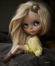 blythe doll by Mónica. I love her hair jewel ❤. Pretty Dolls, Beautiful Dolls, Blythe Dolls, Barbie Dolls, Little Doll, Custom Dolls, Doll Face, Big Eyes, Green Eyes