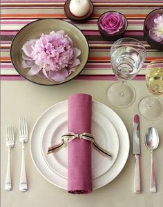 Set the Table: Geometric Accents - Fashionable Hostess Fashionable Hostess, Beautiful Table Settings, Food Humor, Place Settings, Wedding Table, Tablescapes, Dinnerware, Art Pieces, Candles