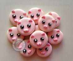 Oink oink mini pig faces are wayyyy too cute! Farm Cookies, Iced Cookies, Cute Cookies, Royal Icing Cookies, New Years Cookies, Pig Crafts, Horse Treats, Kinds Of Cookies, Summer Cookies