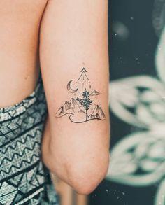 Tattoo Femeninos, Tattoo Fleur, Wild Tattoo, Piercing Tattoo, Tattoo Quotes, Piercings, Dainty Tattoos, Subtle Tattoos, Mini Tattoos