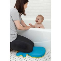 Save your knees and bathe baby in comfort with the Skip Hop Moby Bath Kneeler! Non-slip backing and cushiony padding give parents' achy knees a rest while baby enjoys tubtime! Phil And Teds, Kid Essentials, Comfort Design, Shower Rod, Bath Toys, Baby Registry, Our Baby, Baby Gear, Baby Items