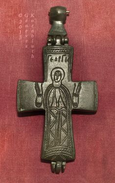 Byzantine pectoral cross with St. George, copper alloy, 11th-13th c., MRAH ACO.75.1.3.jpg (408×648)