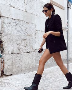 Cowboy boats outfit fall casual street styles ideas for 2019 Summer Boots Outfit, Fall Outfits, Summer Outfits, Cowboy Boot Outfits, Black Cowboy Boots, Cowgirl Boots, Riding Boots, Looks Street Style, Fashion Clothes
